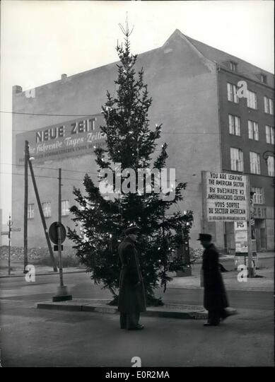 12 1957 christmas at the zonal border this large christmas tree - Bordre Bad Bilder
