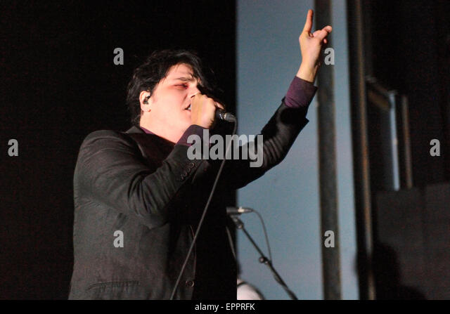 american musician gerard way Summary wikipedia source: gerard way gerard arthur way is an american musician and comic book writer who was the lead vocalist and co-founder of the american alternative rock band my chemical romance from its formation in september 2001 until its split in march 2013.