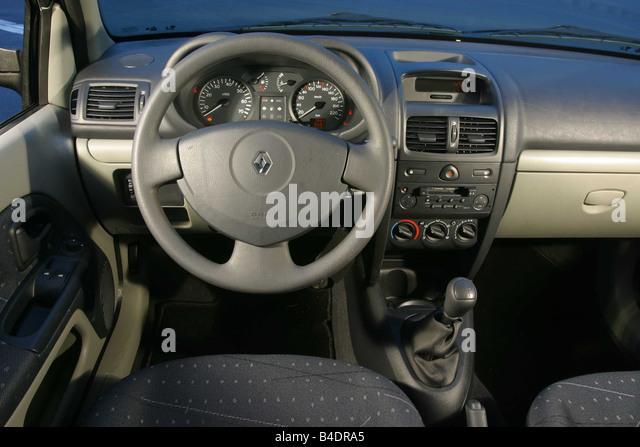 car-renault-clio-12-16v-small-approx-lim...b4dra5.jpg