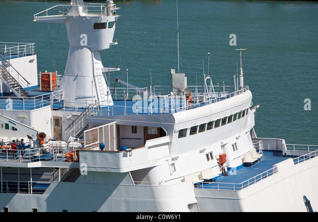 http://l7.alamy.com/zooms/c78c283ad83f4752bbb42d109c3a6113/ships-bridge-and-bridge-wing-passenger-ferry-arriving-civitavecchia-c0w6y1.jpg