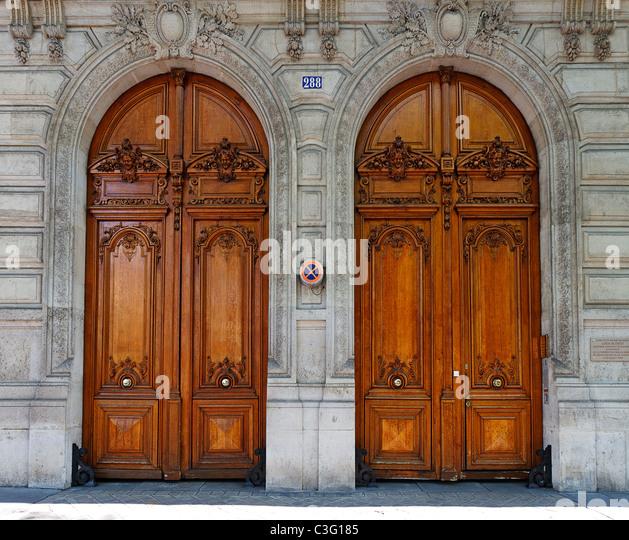 Apartment Building Door carved doors stock photos & carved doors stock images - alamy