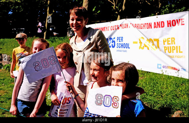 Brighton, UK. 26th May, 2017. Caroline Lucas joins parents from Brighton and Hove schools tas they ake part in the - Stock Image
