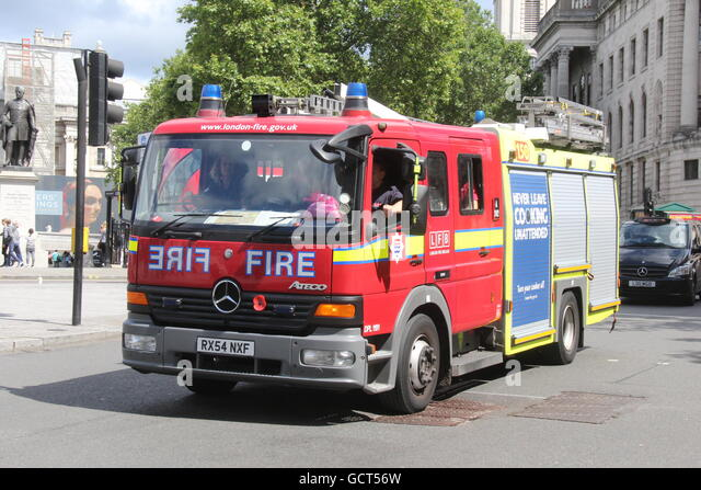Amazing A SUNNY NEARSIDE LANDSCAPE VIEW OF A LONDON FIRE BRIGADE MERCEDES FIRE  TRUCK PASSING THROUGH TRAFALGER