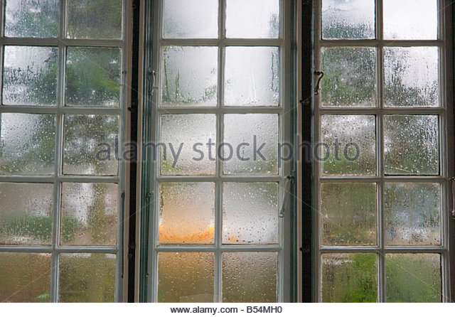how to clean foggy windows