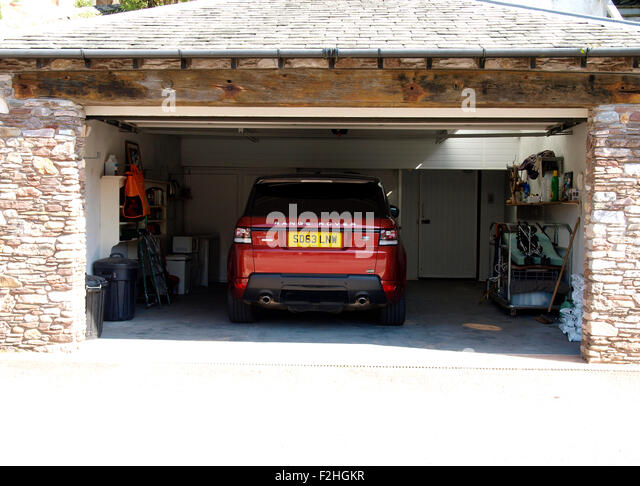 Double garage uk stock photos double garage uk stock for Land rover tarbes garage moderne