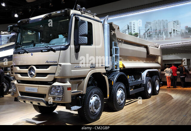 Dumptor stock photos dumptor stock images alamy for Mercedes benz commercial trucks