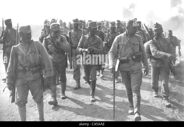 austrian-hungarian-soldiers-advancing-on-the-eastern-front-1915-c45aae.jpg