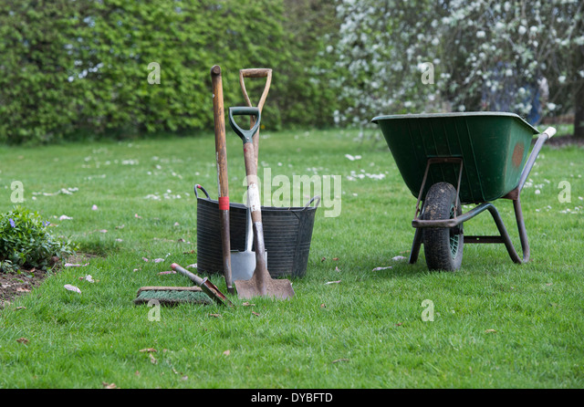 Trug garden tools stock photos trug garden tools stock for Gardening tools list 94