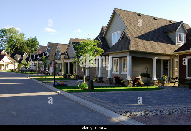 Family homes stock photos family homes stock images alamy for Modern single family homes
