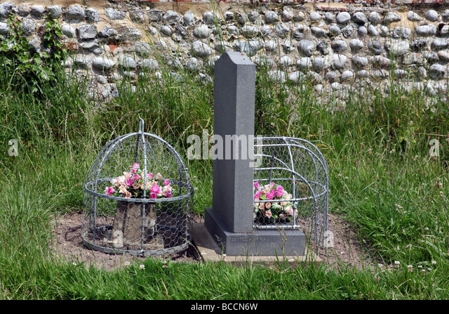 flowers on a grave stock photos flowers on a grave stock images alamy. Black Bedroom Furniture Sets. Home Design Ideas