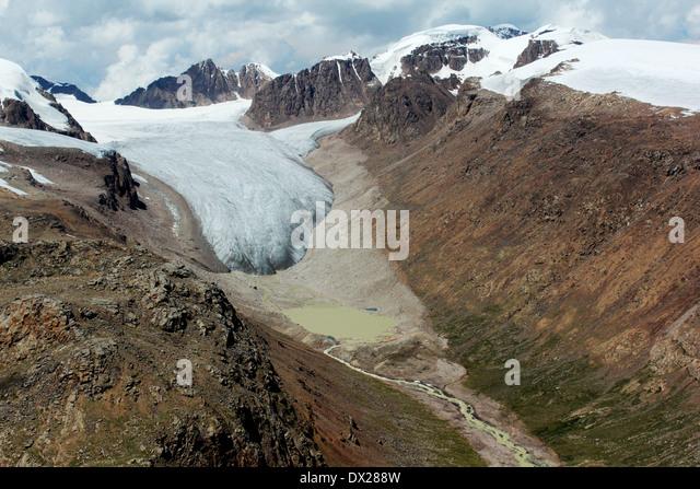 glacier-and-glacial-lake-in-terskey-rang