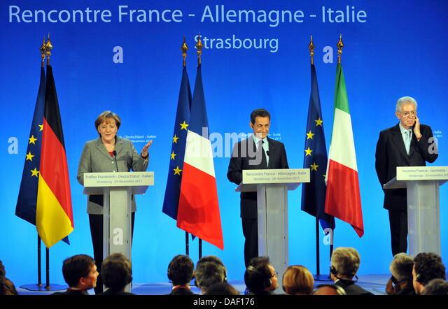 French President Nicolas Sarkozy (C), German Chancellor Angela Merkel (L) and