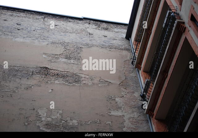 Weathered balcony stock photos weathered balcony stock for Low balcony wall