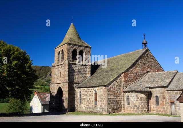 France, Cantal (15), Cheylade, extérieur de l'église Saint-Léger // France, Cantal, Cheylade, - Stock Image