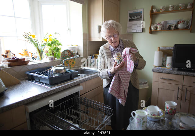 parent live alone in olde age I began to think about aging alone after caring for my parents my mother  the  us census bureau tells us more than 27 percent of people age 65 and over live  alone  she helped her parents adjust to growing old today.