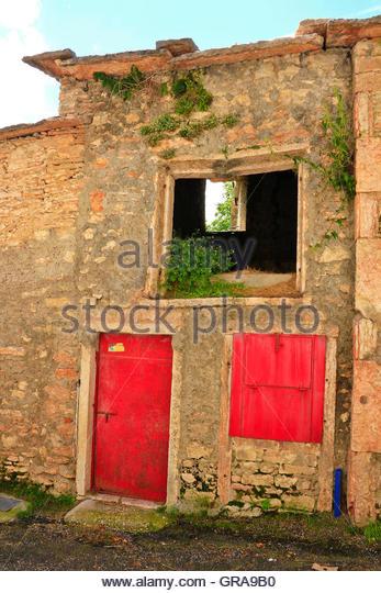 Stone Barn With Bright Red Doors Lessinia Veneto Italy   Stock Image