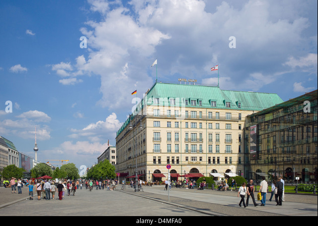 Berliner Platz 2 L Sungen berlin germany hotel adlon pariser stock photos berlin germany hotel adlon pariser stock