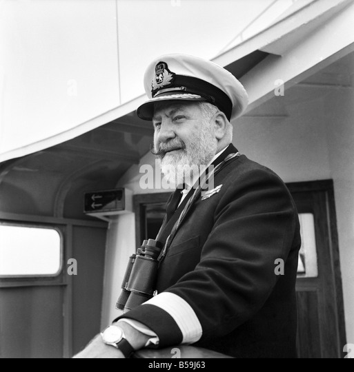 southampton docks bill warwick master of qe2 in charge of the ship b59j63 001 e stock photos & 001 e stock images alamy  at alyssarenee.co