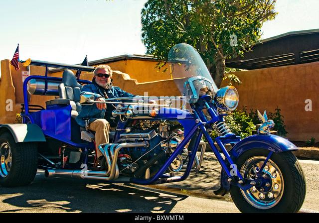 [Image: high-end-customized-three-wheel-motorcycle-bxwmtm.jpg]