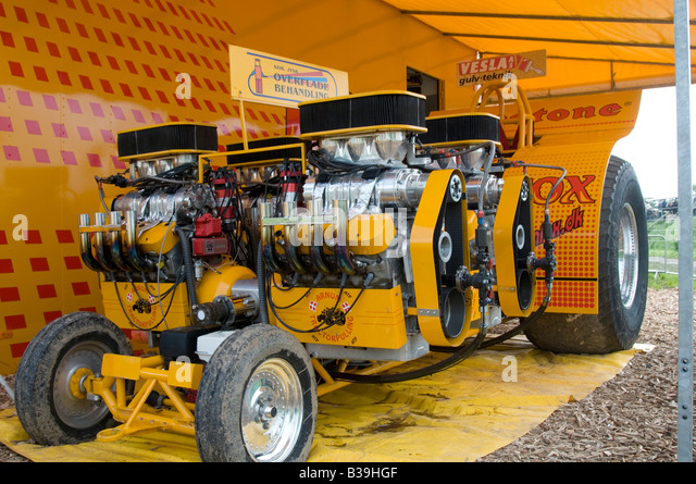 Tractor Pulling Engines : Tractor puller pulling pullers stock photos