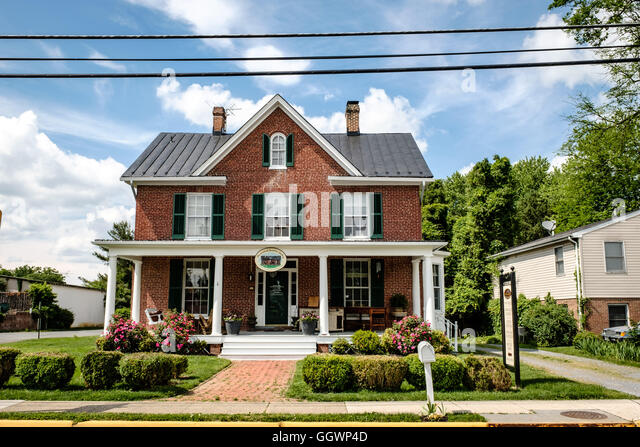 Elegant Shenandoah Furniture Gallery, 121 East Main Street, Purcellville, Virginia    Stock Image