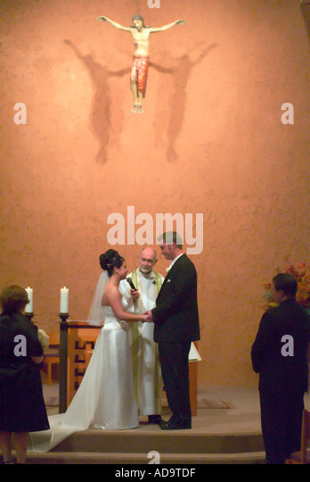 The Bride Recites Her Marriage Vows At A Formal Catholic Wedding In Laguna Niguel California