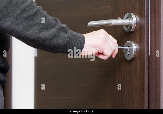 hand unlock house door & Unlock Front Door Stock Photos \u0026 Unlock Front Door Stock Images ...
