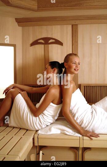 frauen ficken in der sauna. Black Bedroom Furniture Sets. Home Design Ideas