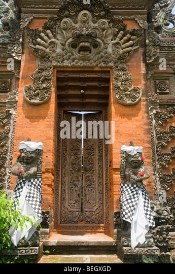 artistic crafted temple doors and statues in Bali Indonesia - Stock Image & Balinese Doors Stock Photos \u0026 Balinese Doors Stock Images - Alamy Pezcame.Com