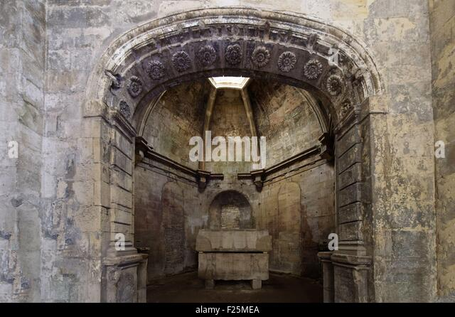 Alyscamps arles stock photos alyscamps arles stock for Les bouche du rhone