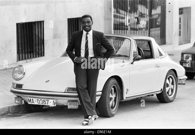 Sondeo Euro 2016 - Página 10 Laurie-cunningham-pictured-with-his-porsche-car-mardid-spain-24th-er6e1m