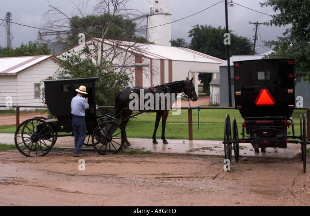 Amish Man Horse Buggy Stock Photos Amish Man Horse Buggy Stock Images Alamy