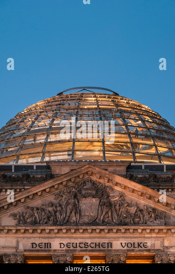berlin reichstag night stock photos berlin reichstag night stock images alamy. Black Bedroom Furniture Sets. Home Design Ideas