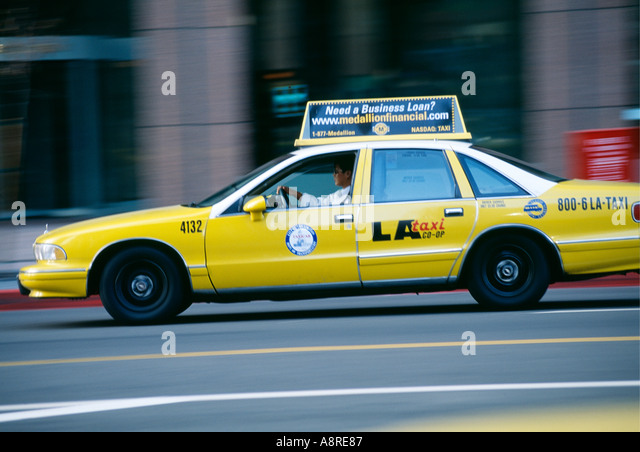 yellow-taxi-cab-in-los-angeles-californi