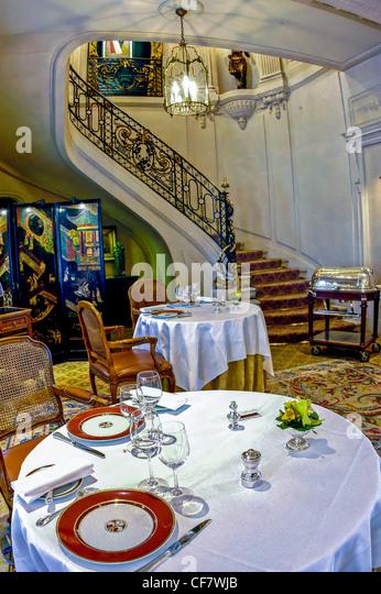 fancy restaurant paris stock photos fancy restaurant paris stock images alamy. Black Bedroom Furniture Sets. Home Design Ideas