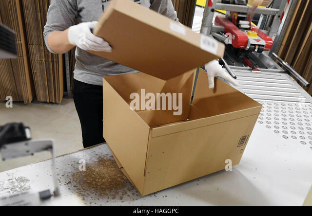 package delivery company stock photos package delivery company stock images alamy. Black Bedroom Furniture Sets. Home Design Ideas