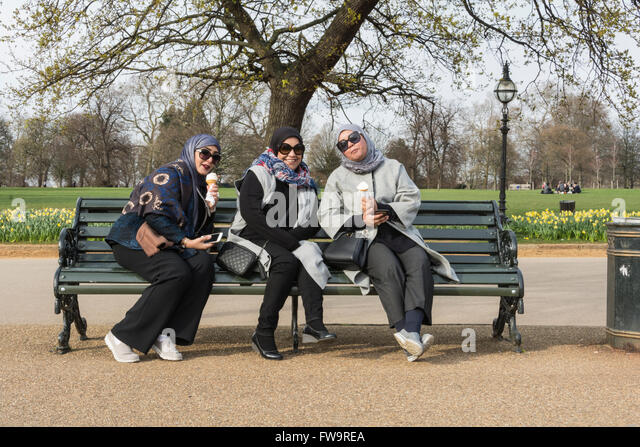 hyde park muslim singles Allowing all faiths to pray in hyde park (speakers corner)  enforcing the policy  of the park or also the policy of the far right, to stop muslims in their acts of  worship,  i sent them every single signature and also all your comments and the  letter.