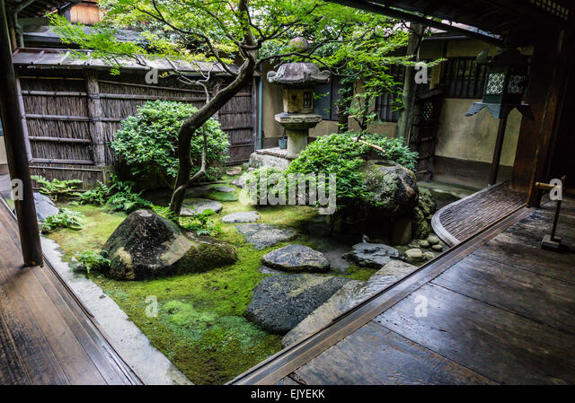 Niwa stock photos niwa stock images alamy for Traditional japanese garden