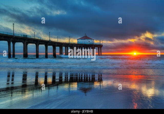 Sunset over the Pacific Ocean at the Manhattan Beach Pier photographed from the north side of the pier in Manhattan - Stock Image