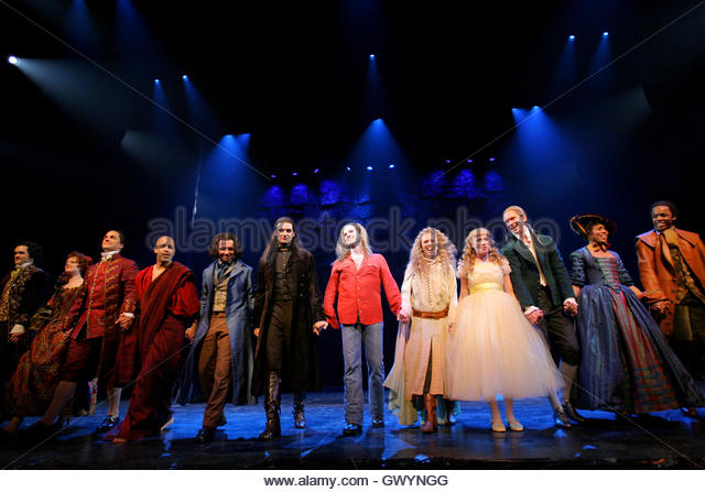 Theatre Curtain Call Stock Photos & Theatre Curtain Call Stock ...