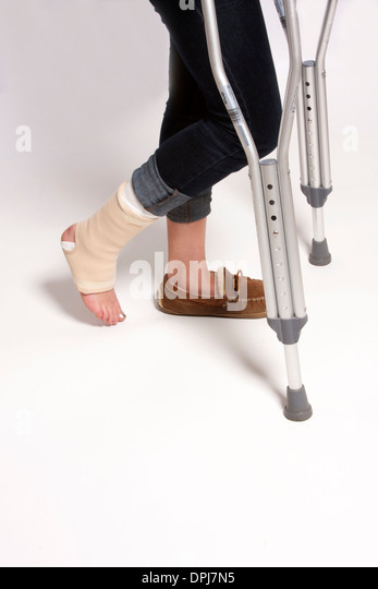 how to use forearm crutches after knee replacement
