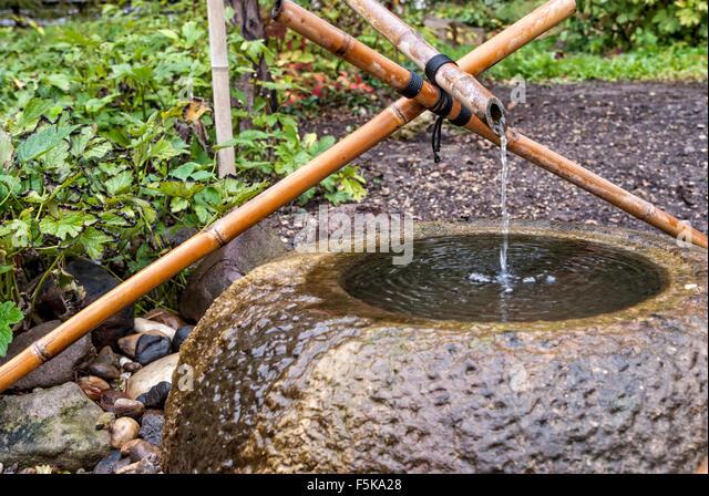 Tsukubai stock photos tsukubai stock images alamy for Japanese garden water fountain
