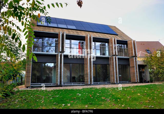 Carbon neutral homes stock photos carbon neutral homes for Maison passive