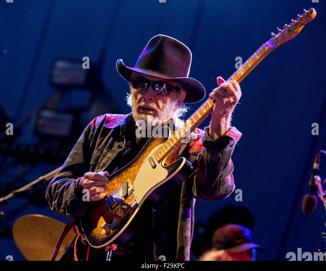 chicago illinois usa 12th sep 2015 country legend merle haggard performs