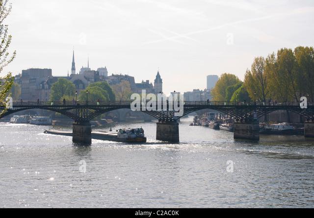 Le Parisien Stock Photos  U0026 Le Parisien Stock Images