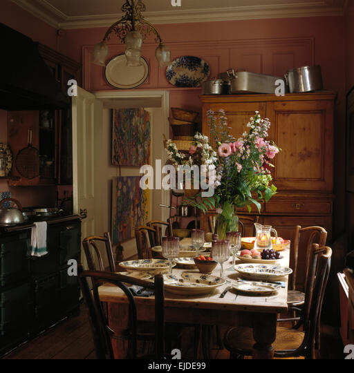 Bentwood table stock photos bentwood table stock images for Zaffron kitchen set lunch
