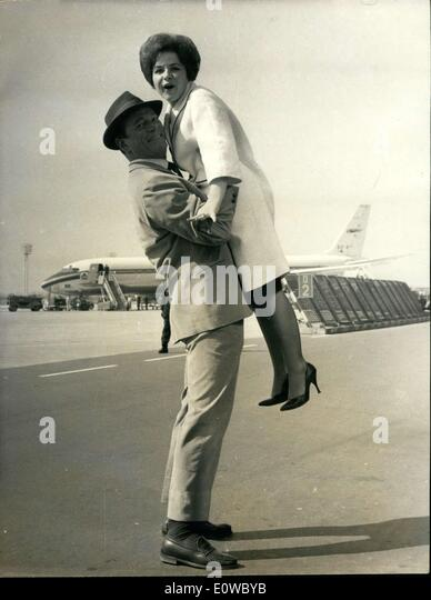 Apr 21 1962 brenda lee being welcomed by eddy constantine at orly