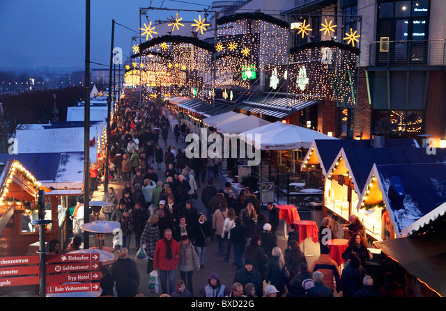from traditional markets to shopping malls Coexistence and conflicts between shopping malls and street markets in growing cities: analysis of shoppers' behaviour shopping malls along with traditional.