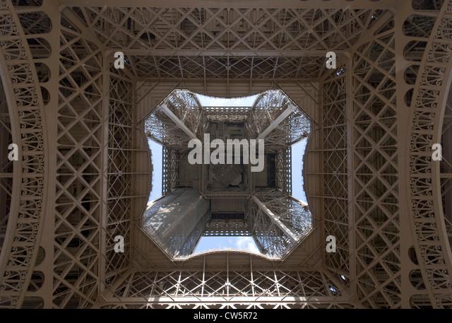 Plate forme stock photos plate forme stock images alamy - Escalier de la tour eiffel ...