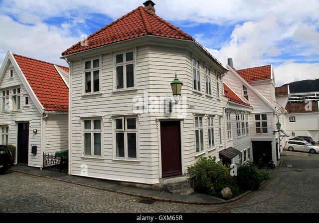 Street houses bergen norway stock photos street houses for Norway wooden houses